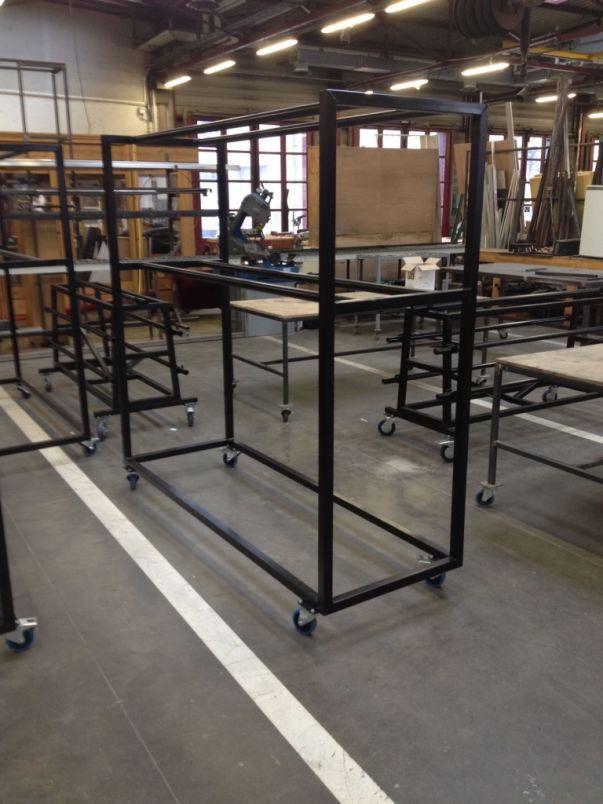 Panière standard en acier pour le transport de projecteurs.