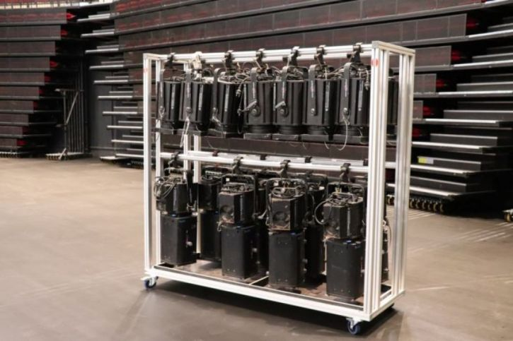 Panière réglable en profilé aluminium.