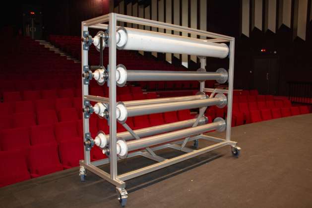 Chariot pour tapis de danse en profilé aluminium / enroulement du tapis par manivelle ou moteur.
